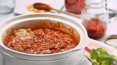 Sauce à spaghetti à la mijoteuse : 10 ingrédients, Préparation, trucs et information nutritionnelle Pasta Recipes, Cooking Recipes, Information Nutritionnelle, Prosciutto, Chili, Macaroni, Crockpot, Meal Prep, Food Recipes