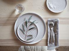 VINTER 2017 tallrik, VINTER 2017 assiett,IVRIGglas, VÄSSAD bord, i lackad askfaner och lackat stål.