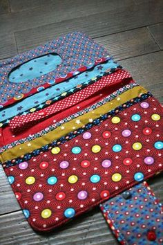 Sewing Projects For Kids Fabrics Ideas Couture Bb, Couture Sewing, Diy Pochette, Creation Couture, Sewing Projects For Kids, Sewing Rooms, Bag Organization, Baby Sewing, Make And Sell