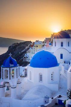 Santorini, Greece. | Blog by the Planet D | #Travel #TravelPhotography #Wanderlust #TravelInspiration #Santorini #Greece Beach Travel, Beach Trip, Photography Guide, Travel Photography, See The Sun, Traveling Europe, Iconic Photos, Santorini Greece, Greatest Adventure