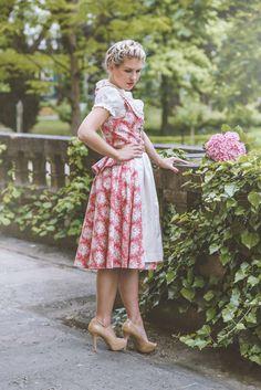 Ein #Dirndl nicht nur für die #Wiesn 2015 Dirndl: #Kleiderkunst