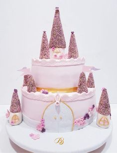 Tort pentru fetițe roz castel. Tort de vanilie cu zmeura. BBcakes cofetăria timisoara Dumbravita. Prajituri cu ingrediente naturale. Barbie, Cake, Desserts, Pink, Tortilla Pie, Pastries, Kuchen, Tailgate Desserts, Deserts