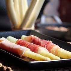 Spargel in Schinken (White Asparagus Wrapped in Ham) Pan Fried Asparagus, Ways To Cook Asparagus, Easy Asparagus Recipes, Saute Asparagus, Asparagus Dishes, Italian Side Dishes, European Dishes, Easy German Recipes, Easy Snacks