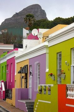 Colorful houses of Bo-Kaap district, Cape Town, South Africa ---- my home town ♥ Beautiful World, Beautiful Places, Amazing Places, Colourful Buildings, Colorful Houses, Cape Town South Africa, Belle Villa, Africa Travel, Architecture