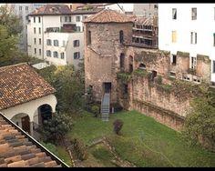 Torre poligonale di Ansperto e mura massimianee