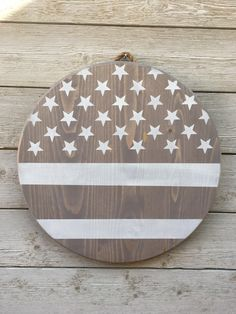 Diy Gifts For Friends, Friend Gifts, 4th Of July Wallpaper, Patriotic Decorations, Welcome Wood Sign, Vintage Flowers Wallpaper, Wood Pallets, Pallet Wood, Wood Circles