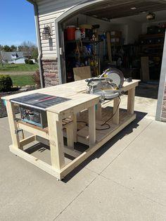 Easy Woodworking Projects, Woodworking Projects Diy, Woodworking Shop, Garage Workbench Plans, Woodworking Bench Plans, Garage Workshop Organization, Diy Garage Storage, Workshop Layout, Workshop Ideas