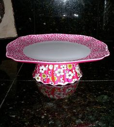 Crafty (and cheap) cake stands...great for Christmas gifts for the neighbors, just use Santa/snowman/snowflake etc...dishses! Fill with cookies/treats and wrap...So great!!