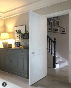 New Living Room, Living Room Modern, Living Spaces, Modern Victorian Bedroom, Stair Gallery, Gallery Wall, Sophisticated Bedroom, Hallway Designs, Hallway Ideas