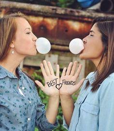 Super Fun Best Friend Photography Ideas - Chewing Gum