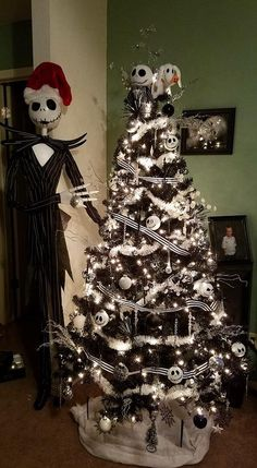 i like the black and white striped ribbon around the tree