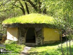 The Hogan at Cae Mabon was inspired by the Navaho tribes of Utah and Arizona. Hogan are octagonal structures with log walls and a corbelled roof with a smoke hole. This Hogan however has straw bale walls rendered with lime plaster and a reciprocal roof. Find out more at www.naturalhomes.org