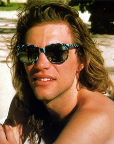 1986 Jon bon jovi - stylish frames!! Want