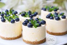 Pişirmeden bir tatlı yapmak isteyenlere Pişmeyen Cheesecake tarifini öneriyoruz..