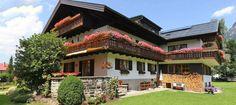 Gästehaus Heimenhof in Oberstdorf. Unser Gästehaus Heimenhof ist ein Familienbetrieb und wir kümmern uns gerne persönlich um unsere Gäste und deren Wohlbefinden. In ruhiger Lage, nur wenige Gehminuten vom Bahnhof und der Ortsmitte entfernt, stehen Ihnen 3 Einzel- und 5 Doppelzimmer sowie 4 Ferienappartements zur Verfügung, die im gemütlichen Landhausstil eingerichtet und mit Dusche/WC, SAT TV und Balkon ausgestattet sind. Sie bekommen jeden Morgen ein reichhaltiges Frühstück am Buffet…