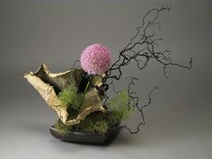 Sogetsu Ikebana. Ikebana is the Japanese art of arranging flowers and natural materials #ikebana #Japanese #flowers