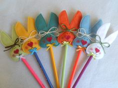 Easter bunny pencil toppers, cute Easter favors or for a class. Easter Crafts For Kids, Diy For Kids, Pencil Topper Crafts, Crafts To Sell, Diy And Crafts, Pen Toppers, Art N Craft, Crayon, Spring Crafts