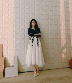 Luna Fashion, Girl Fashion, Fashion Dresses, Kpop Outfits, Korean Outfits, Cute Outfits, Korean Celebrities, Celebs, Korean Girl