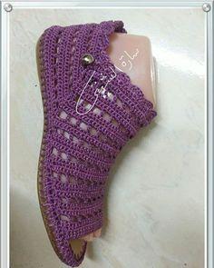 Knitting Dress Diy Boot Cuffs New Ideas Crochet Sandals, Crochet Boots, Crochet Slippers, Crochet Clothes, Knit Crochet, Poncho Knitting Patterns, Crochet Patterns, Crochet Ideas, Tongs Crochet