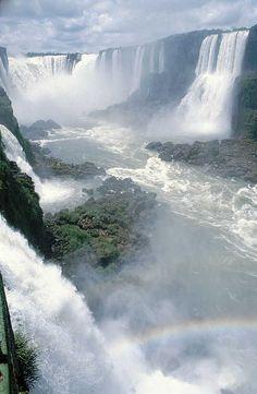 Mời các bạn tham quan 10 thác nước đẹp nhất thế giới: 1. Iguazu Falls, Nam Mỹ Thác nước hùng vĩ này nằm trên biên giới của Argentina và Brazil và là một trong 7 kỳ quan mới của thế giới. Bờ vực của nó bao trùm một khoảng cách 2km bao gồm khoảng 275 thác nước riêng ..