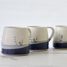 Pottery Painting Designs, Pottery Designs, Mug Designs, Pottery Mugs, Ceramic Pottery, Pottery Art, Ceramic Cafe, Ceramic Mugs, Ceramica Artistica Ideas