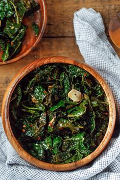 Sautéed Kale Recipe - NYT Cooking  ¼  cup extra-virgin olive oil 3  cloves garlic, peeled and sliced 1  large bunch kale, stemmed, with leaves coarsely chopped ½  cup vegetable stock, white wine or water  Kosher salt, freshly ground black pepper and red-pepper flakes to taste 2  tablespoons red-wine vinegar