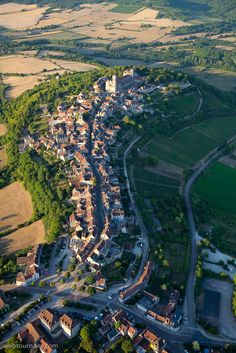 Vézelay - Yonne #tourisme #campingcar Places Around The World, Around The Worlds, Beaux Villages, Excursion, Birds Eye View, France Travel, Aerial View, Places To Travel, Countryside