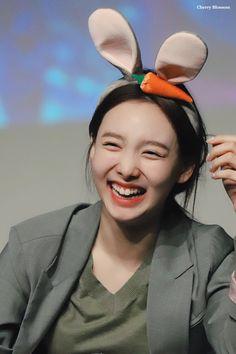 Kpop Girl Groups, Kpop Girls, Korean Girl, Asian Girl, Chaeyoung Twice, Nayeon Twice, Im Nayeon, Beautiful Smile, One In A Million