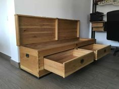 Cum gasesc un tamplar in Bucuresti - Dragos si Costi Solid Oak Furniture, Storage Chest, Homemade, Cabinet, Home Decor, Woodworking, Nature, Clothes Stand, Decoration Home