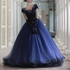 2017 Elegant Navy Blue Tulle Ball Gown Quinceanera Dresses With Lace Appliques Court Train Sequins Women Formal Patry Dress Prom Dresses