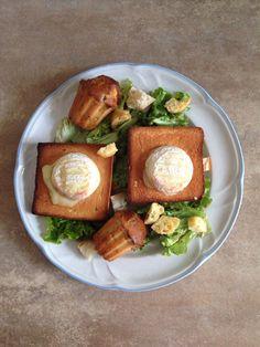 Salade verte, muffins chorizo/olives, croûtons de pain et chèvre chaud!