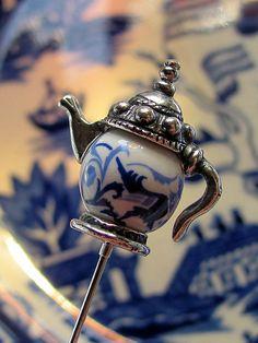 Blue Willow Tea Pot Victorian Hat Pin.