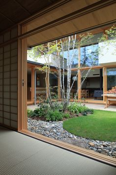 House w courtyard, pics inside & out Inside Garden, House Exterior, Japanese Style House, Courtyard House, Interior Garden, Tropical Houses, Courtyard House Plans, Courtyard Design, Indoor Courtyard