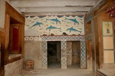 Fresco of the dolphins, Knossos palace- Crete Mykonos, Santorini, Greek History, Ancient History, Art History, Knossos Palace, Minoan Art, Bronze Age Civilization, Greece Pictures