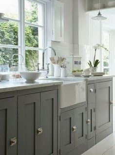 The Kitchen Cabinet Saga - 3 - The black kitchen cabinet idea seemed brilliant ant and elegant to some of you and a complete mistakes ...
