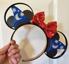 Mickey's Sorcerer Hat is part of one of his most iconic costumes, so of course, we had to show y'all these fabulous Sorcerer Mickey Hat Ears from Disney Ears Headband, Minnie Mouse Headband, Mickey Mouse Ears, Ear Headbands, Festa Mickey Baby, Disney World Outfits, Disney Bows, Disney Bounding, Diy Hat