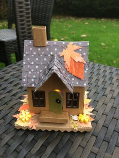 For someone who loves autumn Christmas Gingerbread House, Christmas Houses, Christmas Villages, Putz Houses, Village Houses, Fall Crafts, Diy And Crafts, Paper Crafts, Thanksgiving Decorations