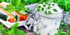 Kräuterdip | Diese Lebensmittel sollten Sie immer ... | Praxisvita