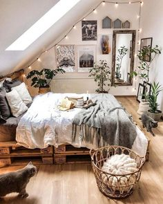 Awesome Bohemian Bedroom Designs and Decor Bohemian Bedroom Decor Awesome Bedroom Bohemian bohoHomeDecor Decor Designs Cute Bedroom Ideas, Cute Room Decor, Room Ideas Bedroom, Home Decor Bedroom, Bedroom Inspo, Bedroom Ceiling, Bedroom Wall, Earthy Bedroom, Wood Room Ideas