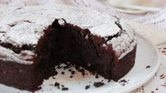 Un dolce al cacao semplice e veloce da preparare, solo con una frusta a mano otterrete una golosissima torta al cacao. Vi stupirà per la sua consistenza soffice che si scioglie in bocca. veloce light