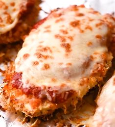 This delicious Oven Baked Chicken Parmesan recipe is easy and doesn't require any frying. Because this chicken Parmesan is baked, it is healthy, quick and easy! Make this crispy baked Parmesan crusted chicken for dinner tonight in about thirty minutes! Oven Baked Chicken Parmesan, Baked Chicken Recipes, Chicken Bacon, Oven Chicken, Chicken Parmesan Sandwich Recipe, Beef Recipes, Chicken Marinara, Chicken Parm In Oven Recipe, Skillet Chicken