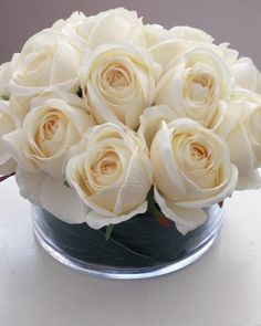 Cream roses in a low bowl = instant elegance