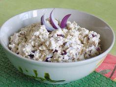 Semená opražíme nasucho.Tofu nastrúhame najemno.Pridáme nadrobno nakrájanú cibuľu, jogurt, olej, opražené semená, horčicu, korenie a soľ. Dobre... Tofu, Potato Salad, Oatmeal, Grains, Potatoes, Breakfast, Ethnic Recipes, The Oatmeal, Morning Coffee