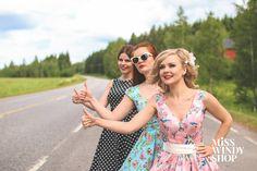 Hitchin' (c) misswindyshop.com #50s #nostalgia #vintage #prettyladies #dress #50sdress #polkadot #floral #inspiration #dressrevolution #mekkovallankumous