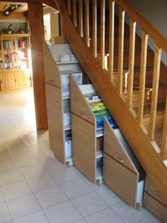 1000 images about sous escalier on pinterest stairs bricolage and armoires - Amenagement sous escalier tournant ...