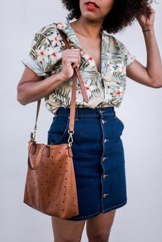 style me grasie : i'm in maui! j-crew men's floral tropical button down shirt, madewell hole sho Outfits Con Camisa, Denim Skirt Outfits, Chic Outfits, Fashion Outfits, Denim Skirts, Skirt Ootd, Pretty Outfits, Girl Outfits, Mode Chic