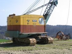 it would be nice to have this to bail out small farm ponds.just so econimical. Used Construction Equipment, Construction Images, Construction Machines, Mining Equipment, Heavy Equipment, Earth Moving Equipment, Farm Pond, Caterpillar Equipment, Bucyrus Erie