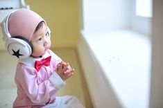 As parents, we want our kids to memorize the Quran. What is the right time to start teaching Quran to them? Cute Baby Boy Images, Baby Boy Tops, Cute Wallpapers For Computer, Boys Wallpaper, Wallpaper Free Download, Picture Collection, Our Kids, Family Life, Quran
