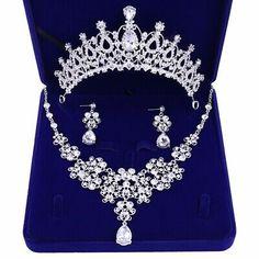 Rhinestone Wedding, Wedding Jewelry Sets, Bridal Hair Accessories, Jewelry Accessories, Number 0, Crown Earrings, Crystal Earrings, Estilo Retro, Gold Tiara