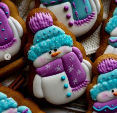 Learn how to make Christmas treats for school parties that all your students will love! - Snowman Sugar Cookies Cookies Cupcake, Snowman Cookies, Galletas Cookies, Cookie Frosting, Fancy Cookies, Iced Cookies, Cute Cookies, Cookies Et Biscuits, Cupcakes